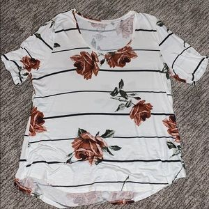 Maurice's white w/ roses t-shirt